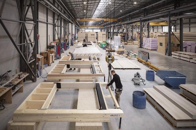 Escola modular pré-fabricada em madeira do gmp Architects será inaugurada em Frankfurt, © Marcus Bredt