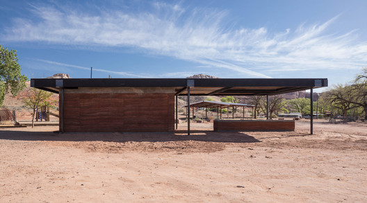 Fire Mesa Kitchen & Grill Pavilion / DesignBuildBLUFF
