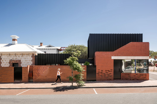 King George House / Robeson Architects