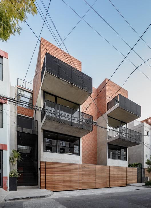U9 Apartments / Nicolás Vázquez, © Moritz Bernoully