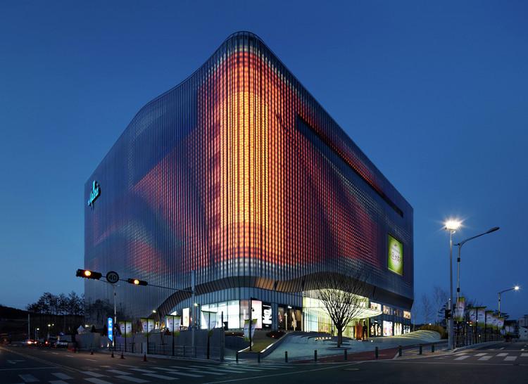 ¿Qué son las fachadas cinéticas?, Fachada iluminada, Galleria Centercity. Image © UNStudio. Photographed by Kim Jong-Kwan