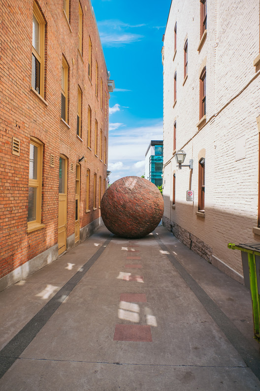 Public Art Exhibition on the Streets of Quebec, Echo - Jeffrey Poirier (Quebec City). Image © Stéphane Bourgeois