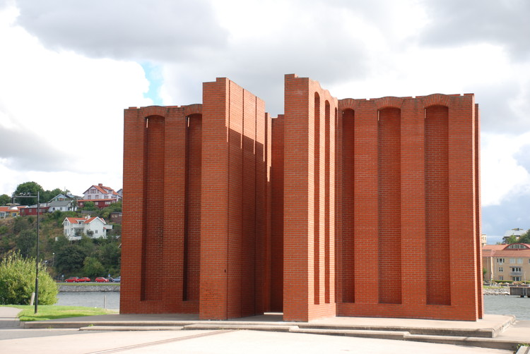 Per Kirkeby: Public Sculptures that Commemorate Nothing but Their Surroundings, Vindarnas tempel. Image © Wikipedia user: Historiker Licensed under CC BY-SA 3.0
