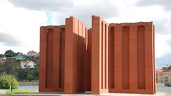 As esculturas públicas de tijolo de Per Kirkeby: monumentos ao nada