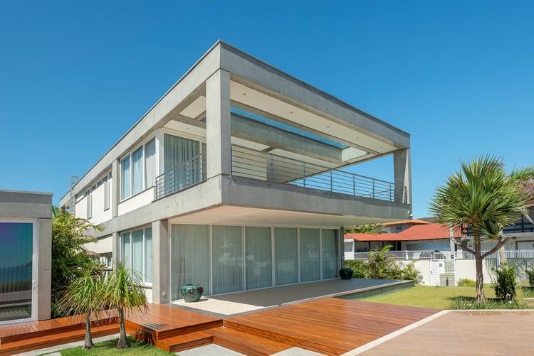 Casa CSP / PJV Arquitetura + MRA Arquitetura, © Alexandre Zelinski