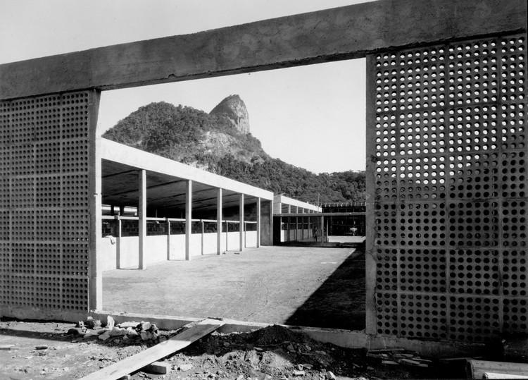 """Seminário e exposição """"SB100 - Sergio Bernardes"""" na FAU-UFRJ, Sanatório de Curicica. Imagem cortesia de Casa de Oswaldo Cruz - Fiocruz"""