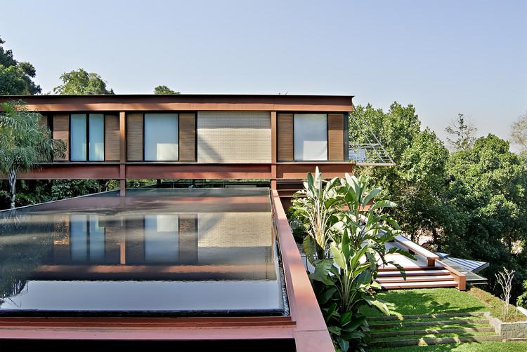 Encosta do Corcovado Residence / Indio da Costa Arquitetura, © Mario Grisolli