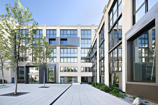 Peak Office Building / Oliv Architekten Ingenieure