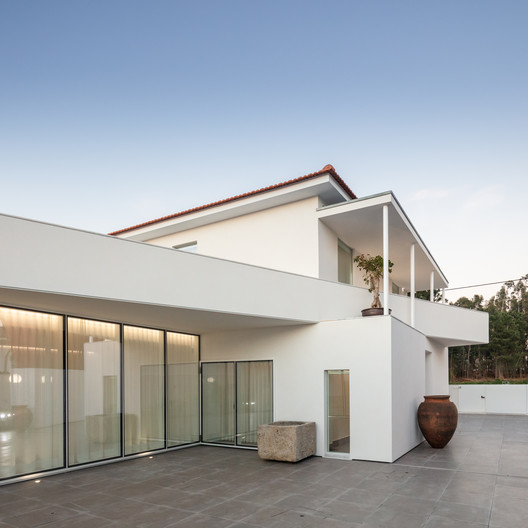 House in Arada / Nelson Resende