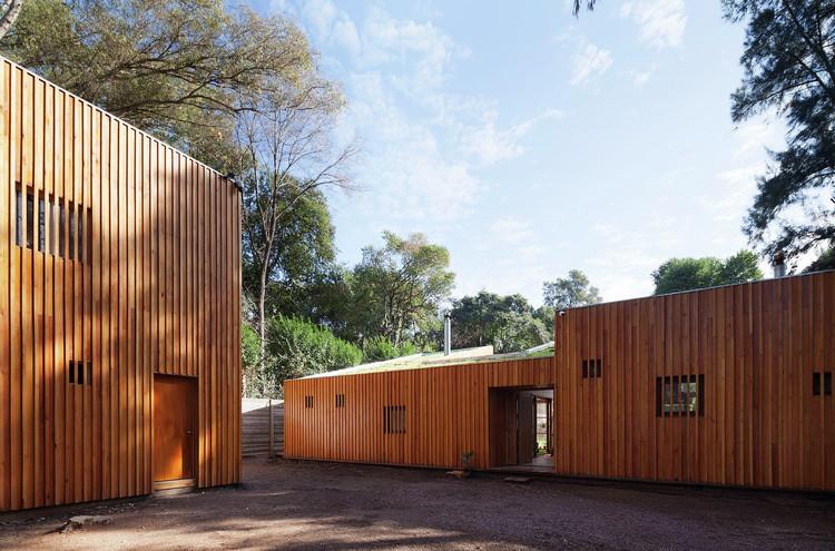 Casa AA / IR arquitectura. Image © Federico Cairoli