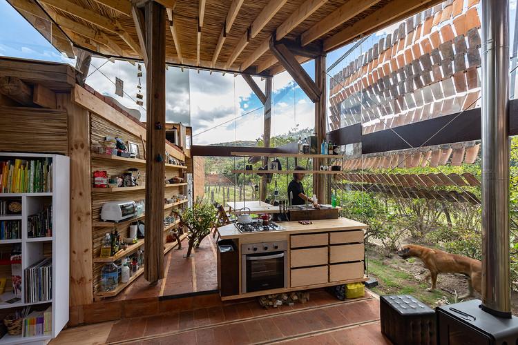 """JAG Studio: """"el trabajo del fotógrafo de arquitectura cada vez tiene más posturas y relevancia (incluso como parte de los propios proyectos)"""", Casa de las tejas voladoras / Daniel Moreno Flores. Image © JAG Studio"""