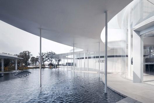 Public Gallery Design Of Yuexiu Tianyue Bay  / XAA