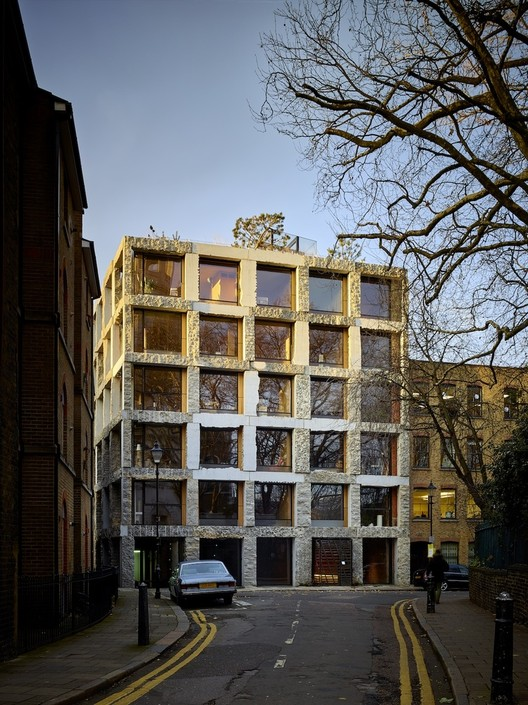 Logran salvar edificio en Londres que sería demolido por diferencias entre diseño y construcción, 15 Clerkenwell Close / GROUPWORK + Amin Taha Architects. Image © Timothy Soar