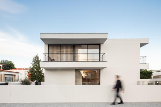 Maia House / Raulino Silva Arquitecto