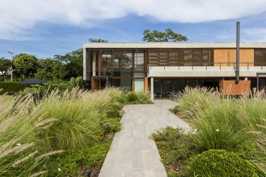 Vivienda 17-218 / m+ estudio de arquitectura y diseño