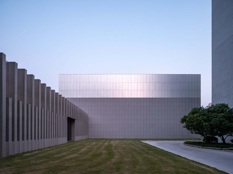 Restoration and Extension of Xianghui Hall, Fudan University / TJAD Original Design Studio, backside of the extension. Image © Yong Zhang