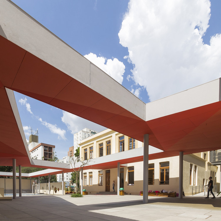Escola Internacional Red House / COMANOST + Studio dLux, © Leo Giantomasi