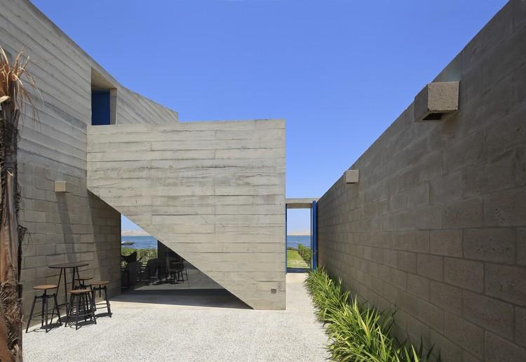Casa Paracas II / Llosa Cortegana Arquitectos, © Juan Solano Ojasi