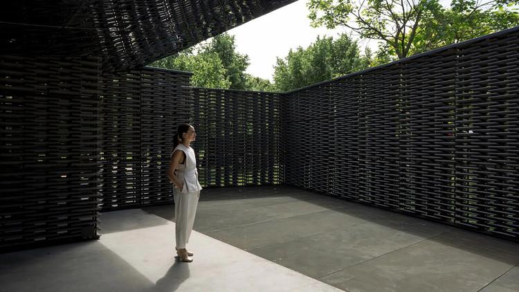Mujeres en arquitectura: género y equidad, Frida Escobedo en su Serpentine Pavilion 2018. Imagen: © Pedro Kok