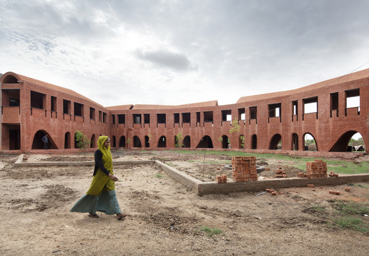 School of Dancing Arches / Samira Rathod Design Associates