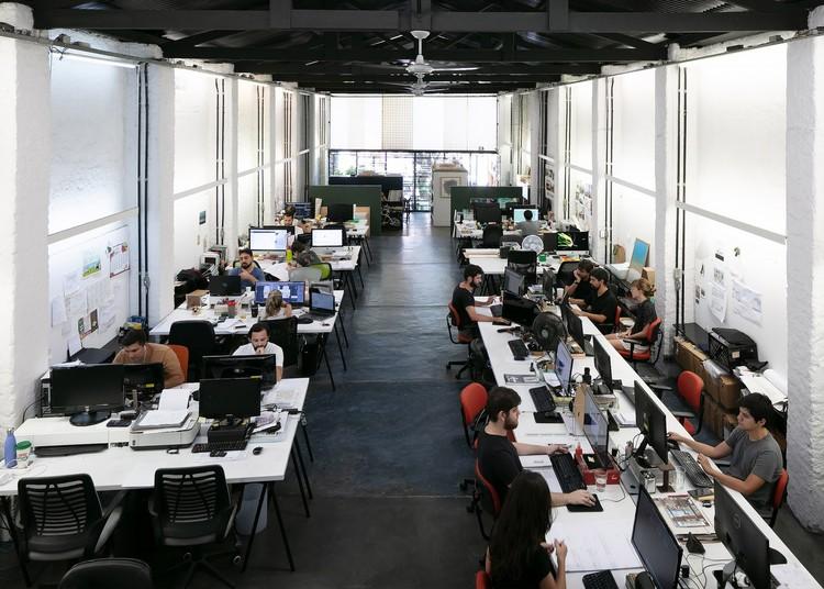 Pesquisa do CAU revela dados sobre renda, atividade e uso de novas tecnologias pelos arquitetos brasileiros, © Marc Goodwin