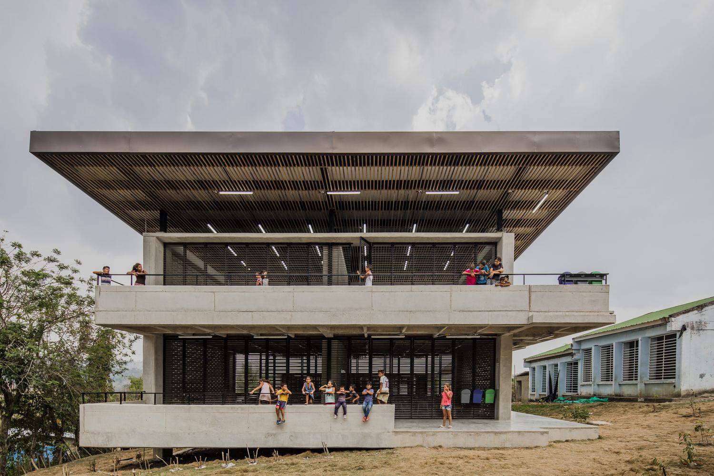 Rural School El Hobo / FP Arquitectura