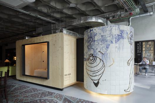 ZERO Box Lodge / Gonçalo Queirós Carvalho Architecto
