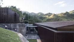 Mountain Restaurant & Bar / ZJJZ