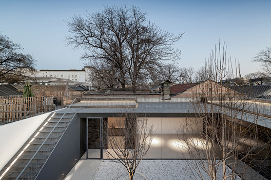 Folding Courtyard / ARCHSTUDIO