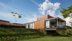 Pindaibeiras Residence / Pablo Lanza Arquitetura + André Scarpa