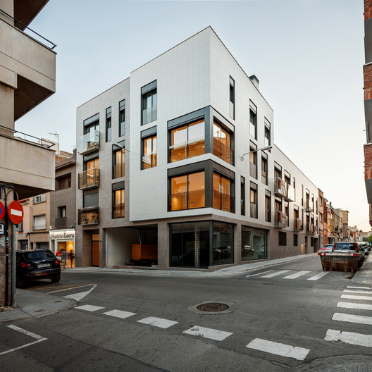 Residential Building in Galileo / Pepe Gascón Arquitectura