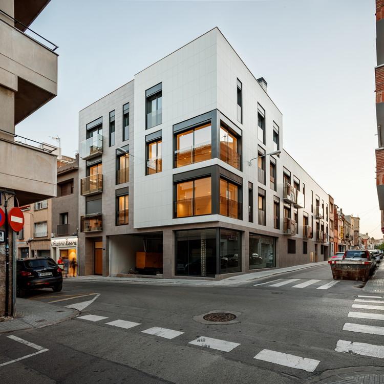 Edificio de viviendas en centro urbano / Pepe Gascón Arquitectura, © Aitor Estévez