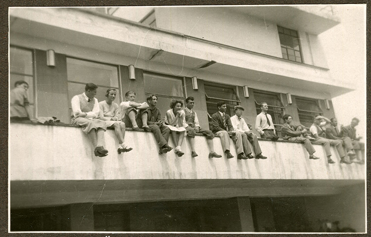 Female Architects, We See You, Students on the balustrade of the canteen terrace, around 1931 (photographer unknown). Image Courtesy of Stiftung Bauhaus Dessau