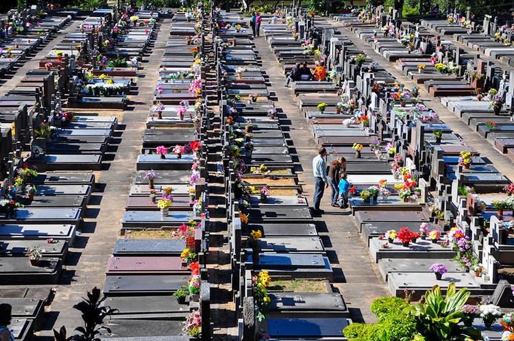 Precisamos repensar os cemitérios, Cemitério São João, Porto Alegre-RS. Imagem: Lívia Stumpf/Flickr. Via Caos Planejado
