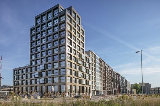 Frame Residential Building / Frits van Dongen Architecten en Planners + Koschuch Architects