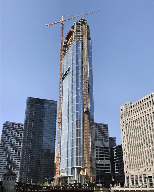 Pelli Clarke Pelli's Wolf Point East Topped Out, Wolf Point East Topped Out. Image © Walsh Construction