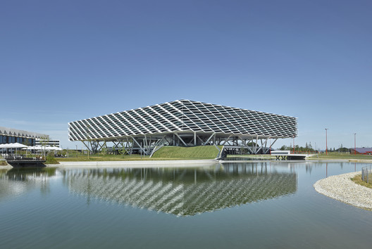 Adidas World of Sports Arena / Behnisch Architekten