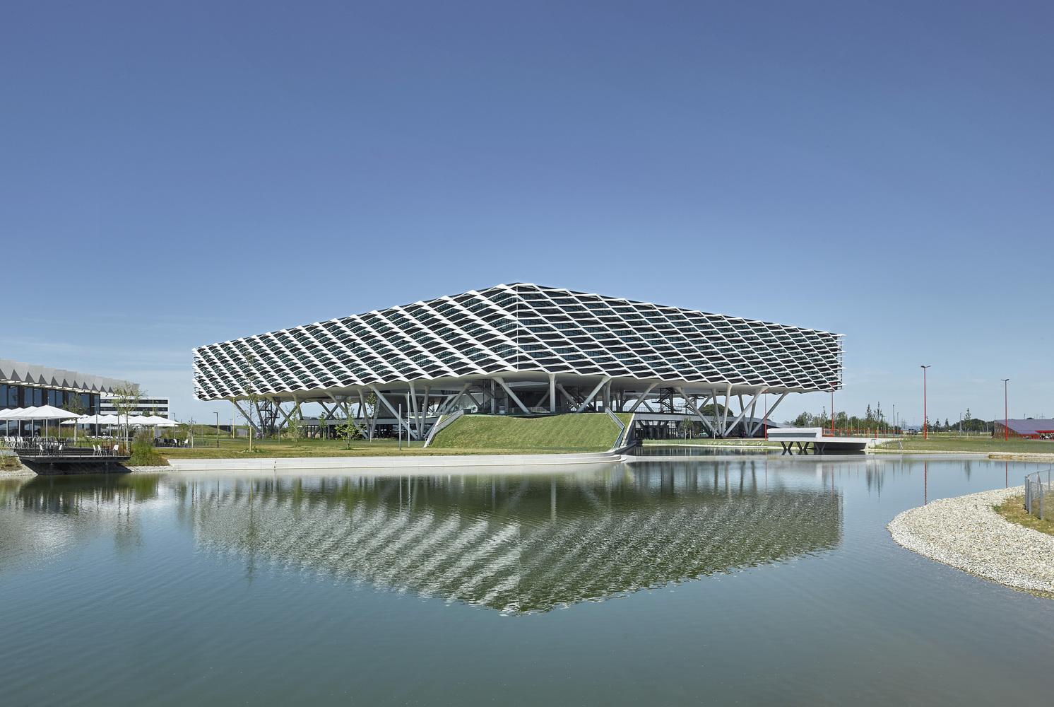 Adidas World of Sports Arena / Behnisch Architekten