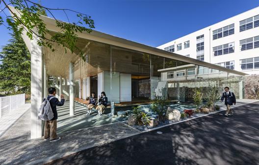 KB Primary and Secondary School / HIBINOSEKKEI + Youji no Shiro + Kids Design Labo