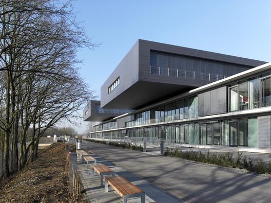 Centro nacional de rehabilitación Rehazent / M3 Architectes