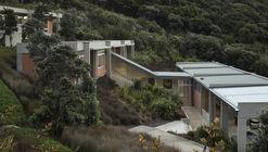 Parekura Bay House / Bossley Architects