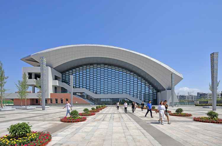 Volleyball Arena of 2nd National Youth Games of China / China Architecture Design & Research Group, Main Entrance. Image © Guangyuan Zhang