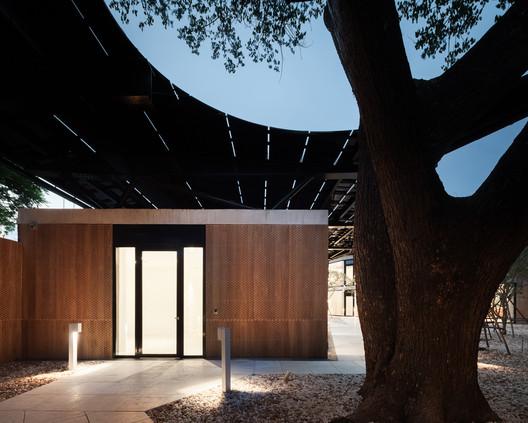 Austrian Embassy Bangkok / HOLODECK architects