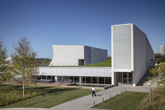 The Kennedy Center for the Performing Arts / Steven Holl Architects