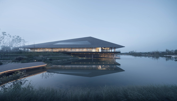 Dongpo Academy / XAA, Floating on the water. Image © Changheng Zhan