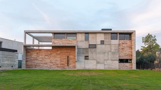 354 House / Pinasco/Ortiz Rombola
