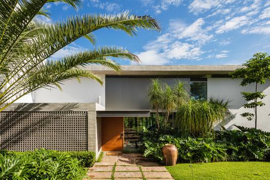 DMG Residence / Reinach Mendonça Arquitetos Associados