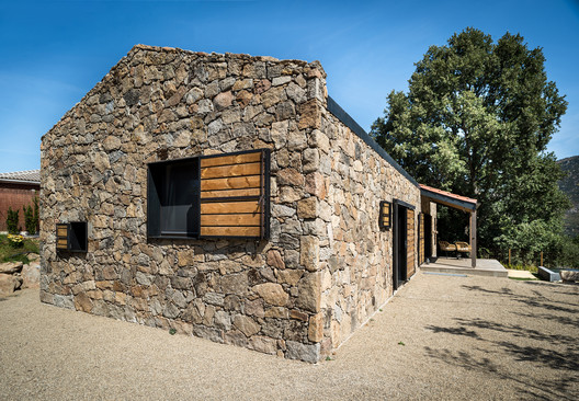 Madriguera House / Lado Blanco Arquitecturas