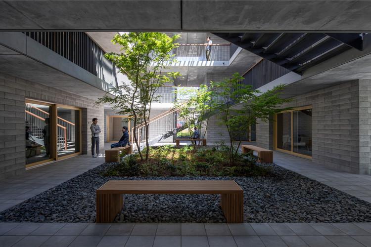 Asahi Facilities Hotarugaike Dormitory KAEDE / Takenaka Corporation, © Tomoki Hahakura