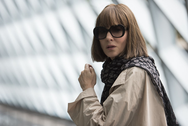 "Finding Women Architects in ""Where'd You Go, Bernadette?"", OMA's Seattle Public Library serves as the backdrop to a scene from the new film Where'd You Go, Bernadette?. Image Courtesy of Annapurna Pictures"